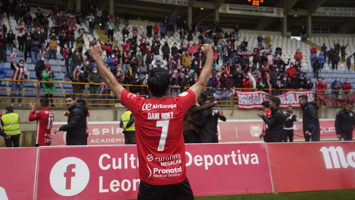 Los rojiblancos celebran el triunfo en León.