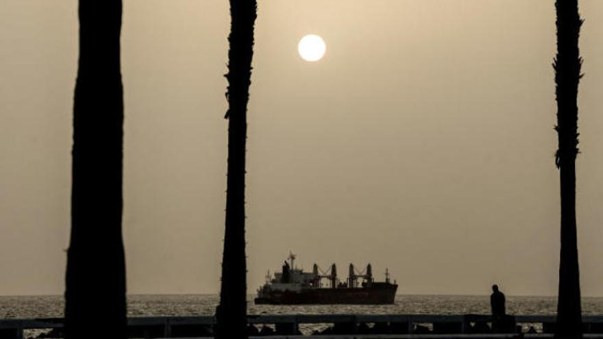 La calima comienza a remitir tras 48 horas azotando a Canarias