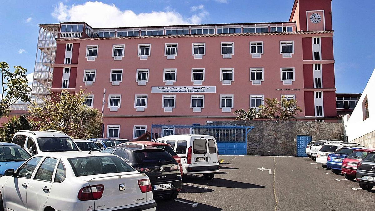 El Hogar Santa Rita, en el municipio de Puerto de la Cruz, acoge a unos 600 mayores.
