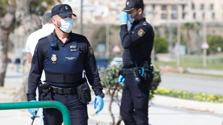 Frau festgenommen, die nach positivem Coronavirus-Test Krankenhaus verlässt