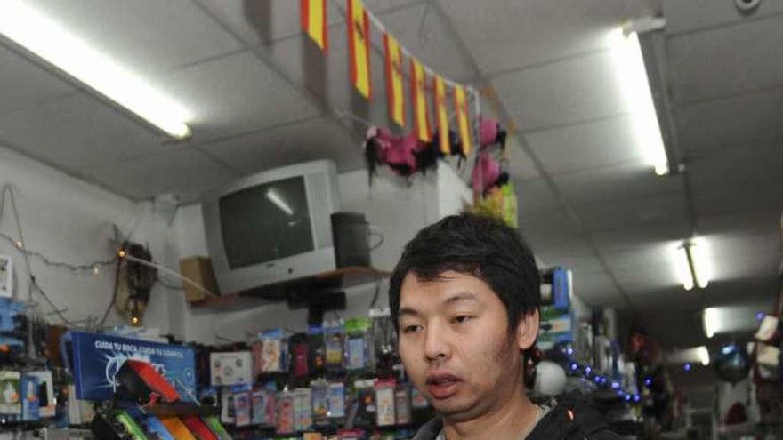 Tres jóvenes agreden al propietario del bazar chino de la calle Barrera
