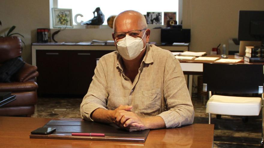 El alcalde de Dénia asume Sanidad tras la dimisión de la concejala que se vacunó sin que le tocara