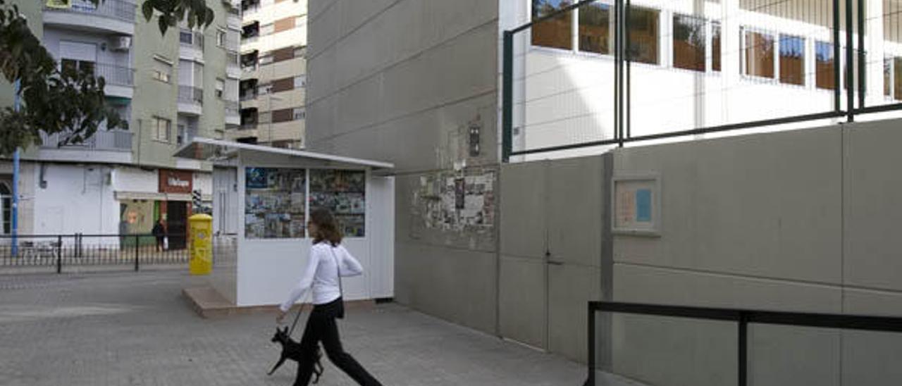 Educación tarda más de dos semanas en cubrir una baja por jubilación en Xàtiva
