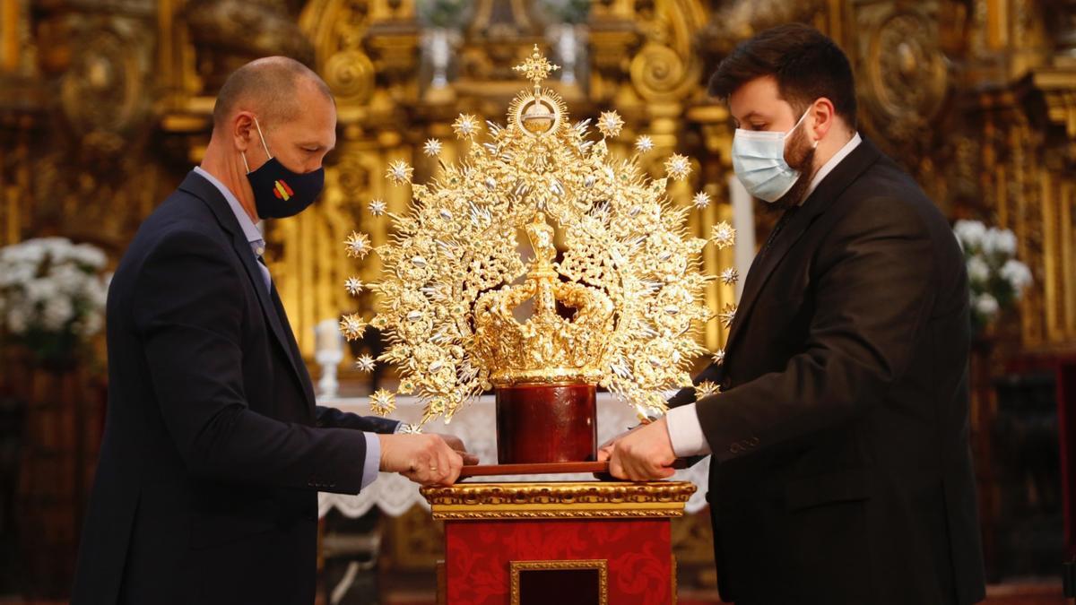 Nueva corona de la Virgen de la Esperanza.