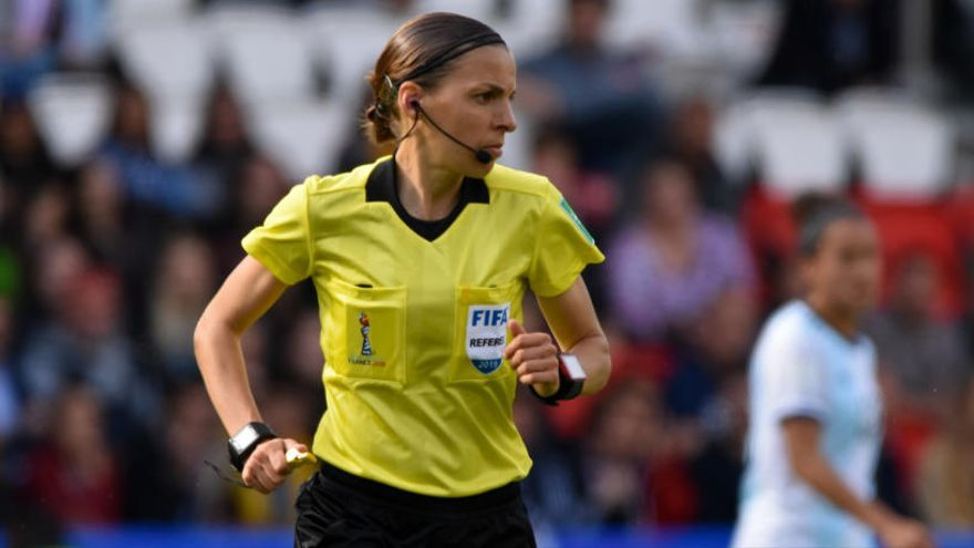 Stéphanie Frappart arbitrarà la Supercopa d'Europa