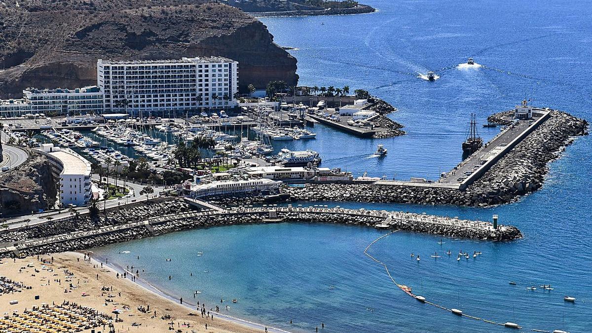 Playa de Puerto Rico, cuyos servicios de temporada tiene previsto gestionar el Ayuntamiento de Mogán en 2021.