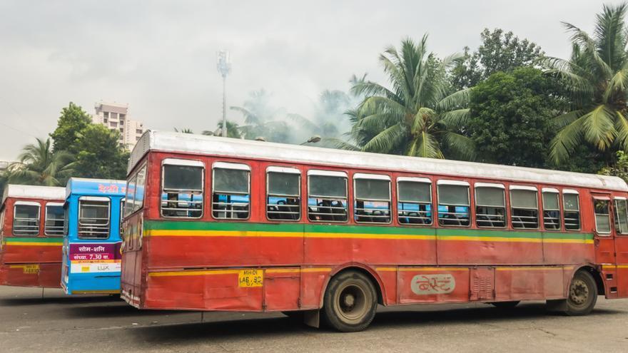 Al menos 18 fallecidos y 25 heridos al colisionar un camión con un autobús en la India