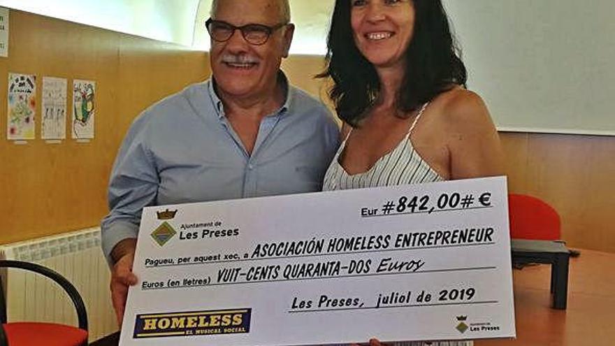 Les Preses entrega un xec de 842 € a l'Associació Homeless Entrepreneurs