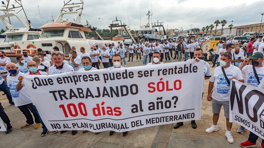 Los pescadores de la provincia protestan en La Vila