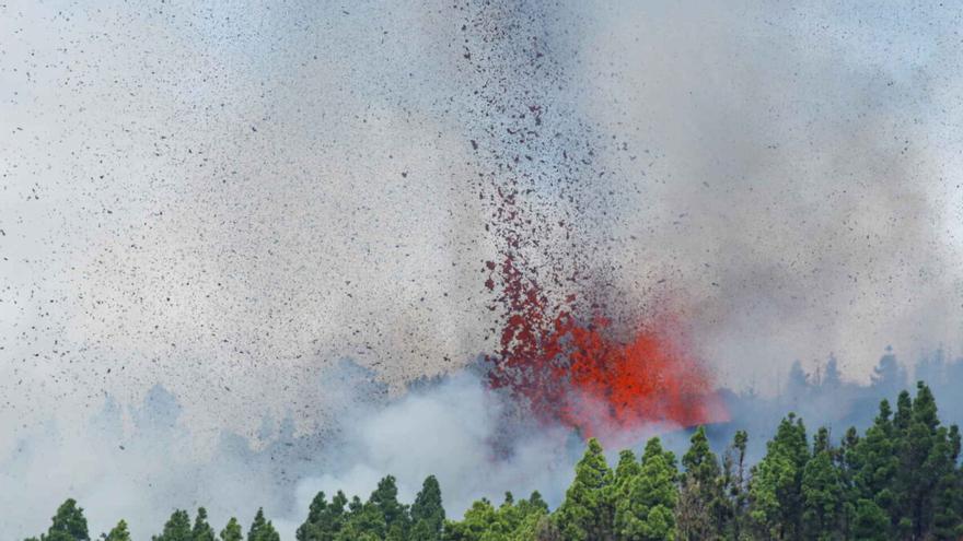 Los tres peligros silenciosos del volcán: lluvia ácida, gases tóxicos y agua contaminada
