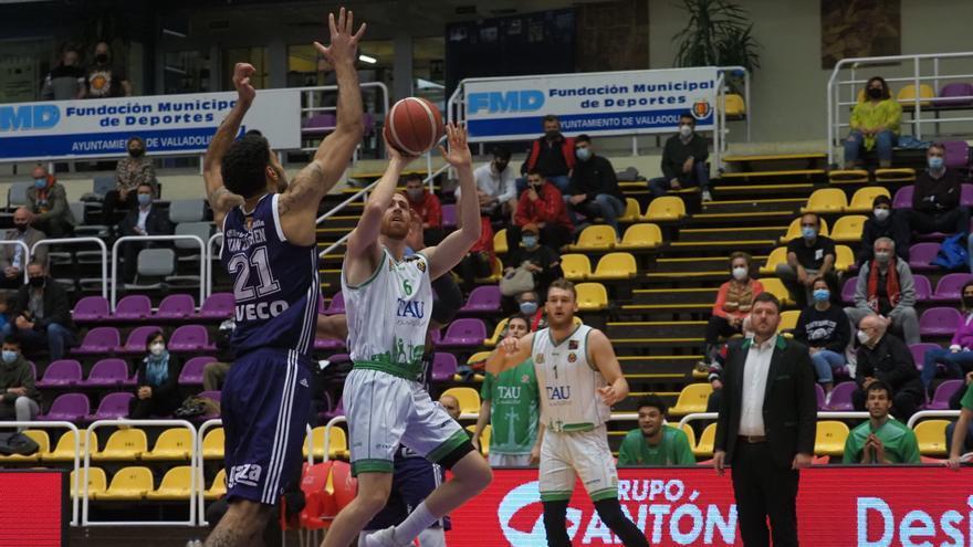 El TAU Castelló, ganar en La Coruña y esperar para alcanzar el liderato