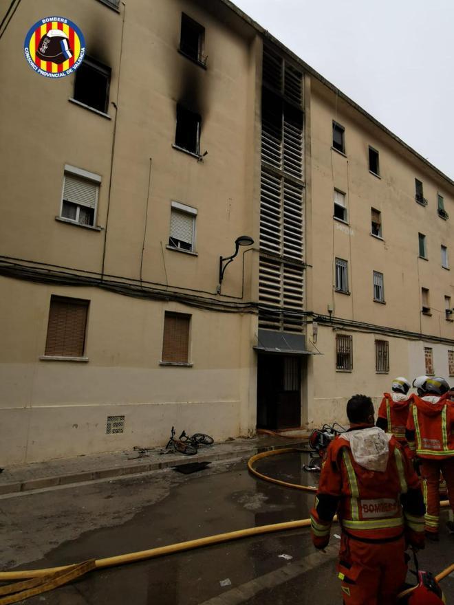 El bloque de viviendas donde ocurrió el incendio de Algemesí.