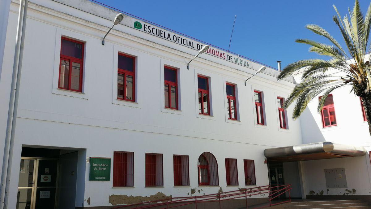 La Escuela Oficial de Idiomas de Mérida, ubicada en la plaza del conservatorio.