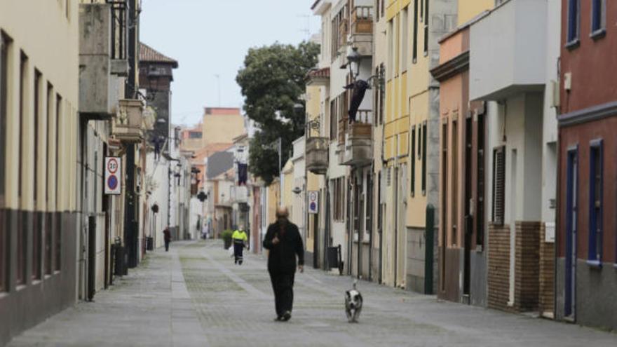 Detienen a un joven por atracar dos locales comerciales en La Laguna