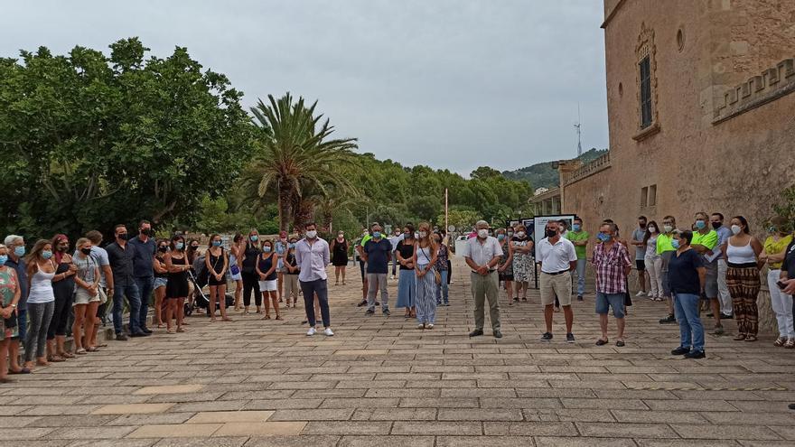 Minuto de silencio en el Ayuntamiento de Andratx en memoria de Fernando Garfella