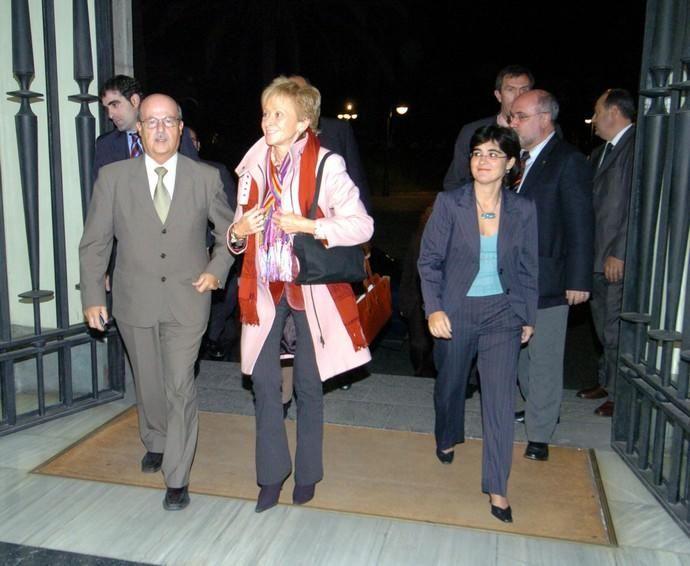 Visita de María Teresa Fernández de la Vega ...