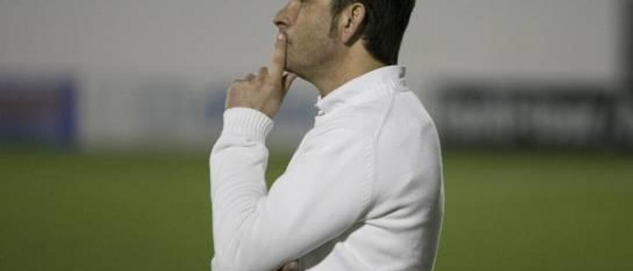 Miguel A. Mullor se perfila como nuevo entrenador.