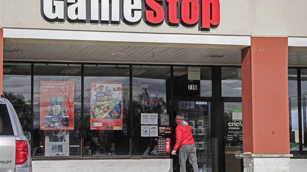 Dimite Jim Bell, CEO de GameStop