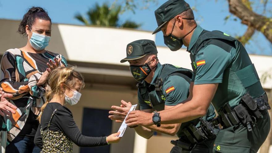 """Alba, 7 años, salva a su madre de una hipoglucemia: """"Le dí a SOS"""""""