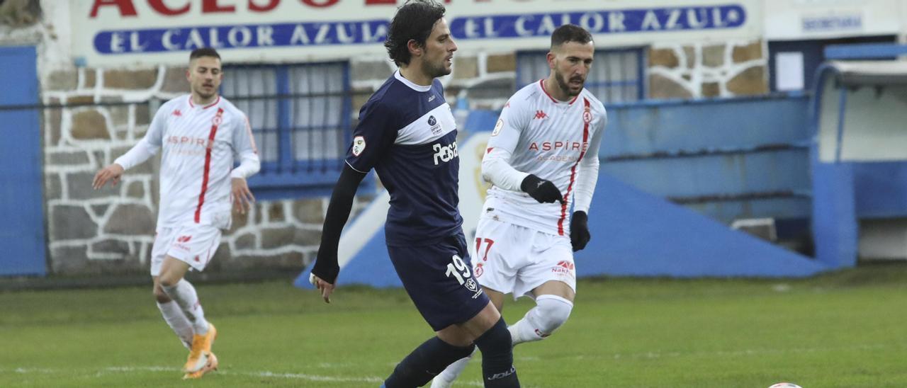 Míchel, en el partido frente a la Cultural Leonesa, el último que jugó con el Marino.