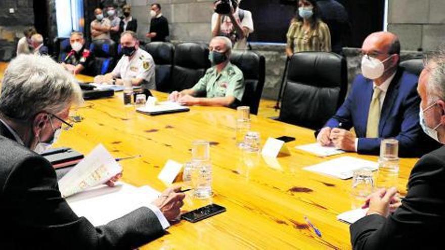El temor a los botellones despliega a 7.000 efectivos policiales en las Islas