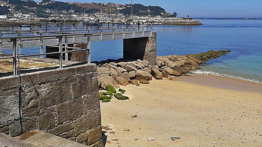 """La cofradía considera """"inviable"""" recortar el dique de abrigo del puerto de Bueu"""