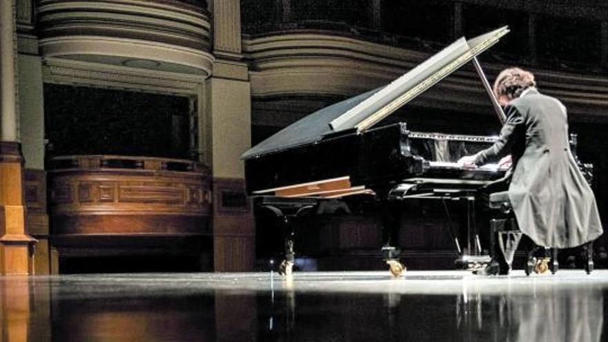 'En Paralelo' renace con clásica y fusión