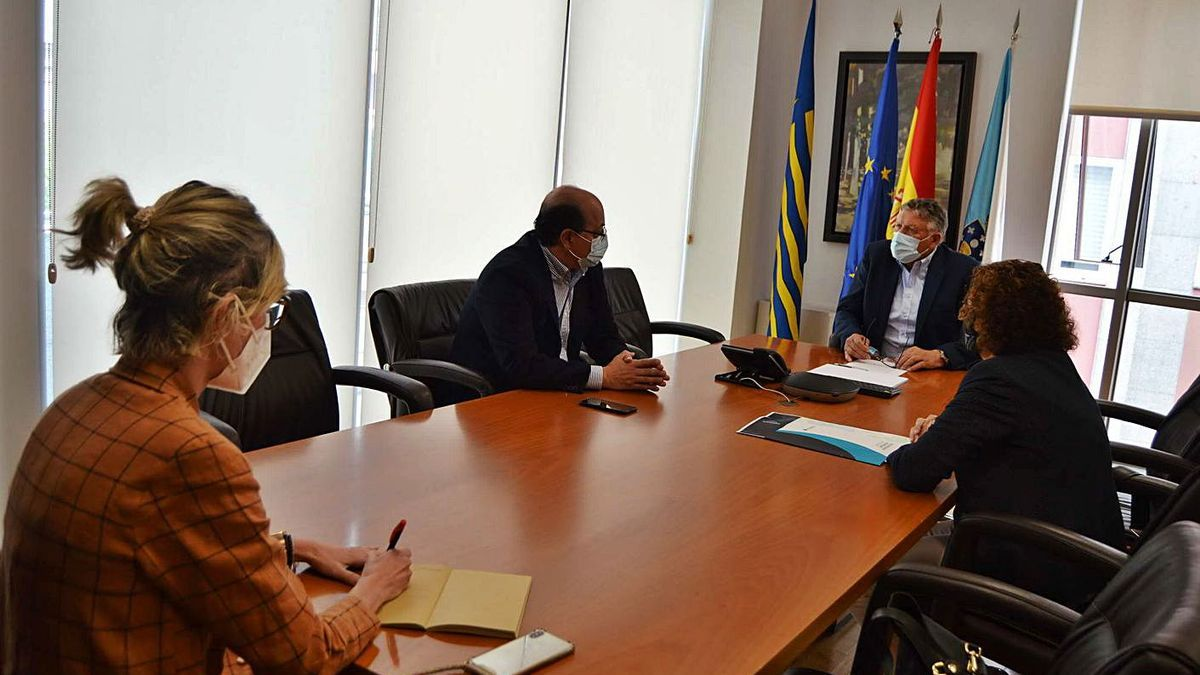 Reunión de ayer de Telmo Martín con Alfonso Martínez, Dulcinea Aguín y Romina Fernández.