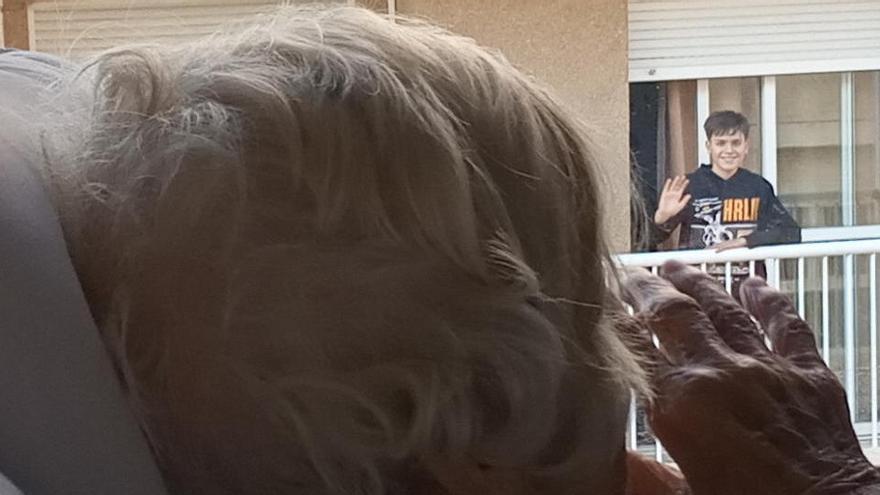 Un niño de Murcia logra llevar la luz de la Navidad a una residencia de ancianos