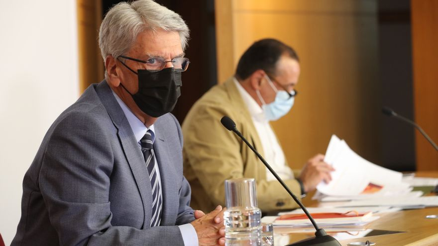 Julio Pérez explica la medida que se estudia para pedir certificado covid en interiores públicos