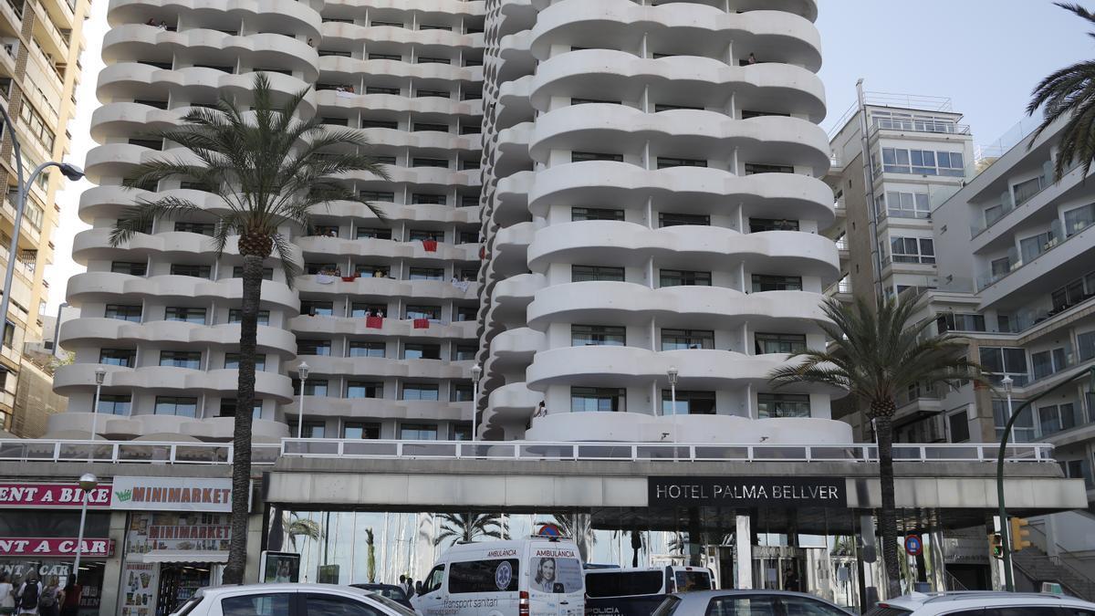 El hotel Palma Bellver, donde están aislados los estudiantes afectados por el 'macrobrote' asociado a viajes de fin de curso a Mallorca.