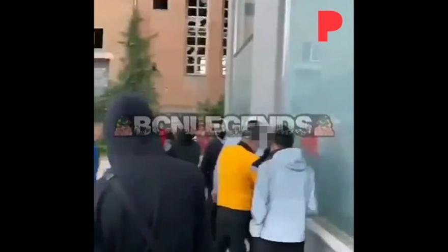 Los Mossos investigan una cruel agresión grupal a un menor en Barcelona