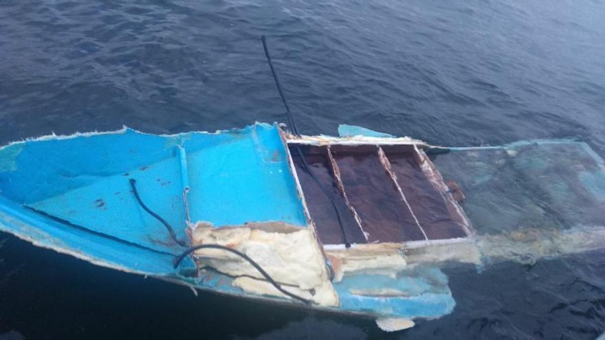 Un marinero fallece y otro está desaparecido tras el naufragio de su pesquero en las Cíes