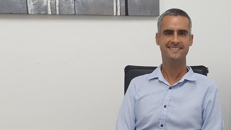 El alcalde de San Bartolomé, Alexis Tejera, comunica que padece ELA
