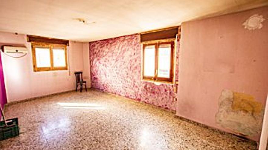 43.000 € Venta de casa en Caspe 190 m2, 3 habitaciones, 2 baños, 226 €/m2...