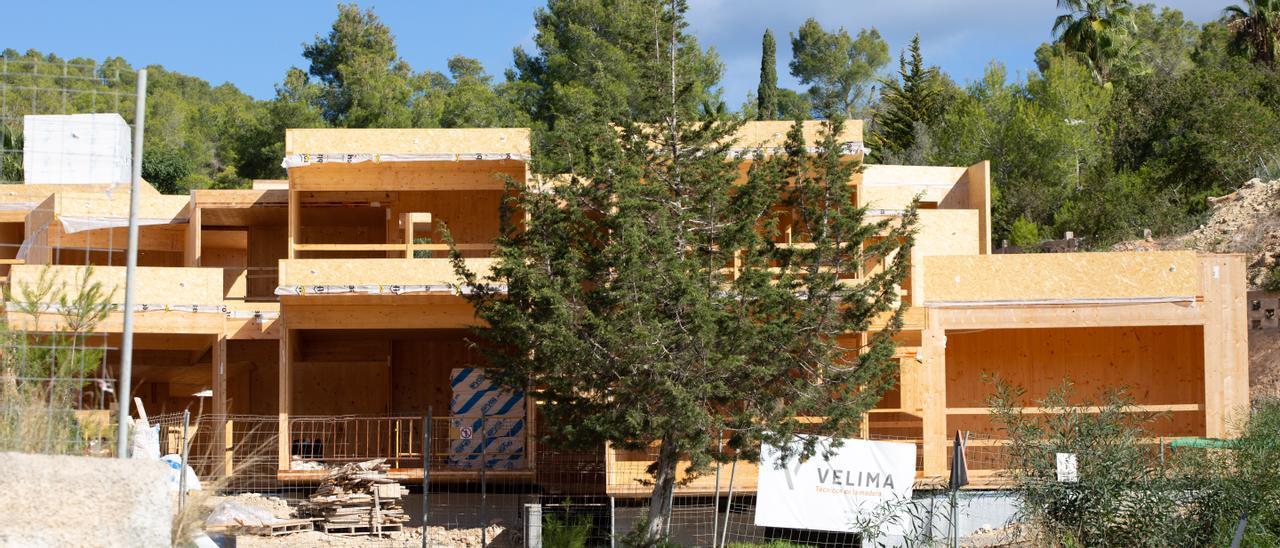 Obras de las casas de madera de Can Germà. Vicent Marí