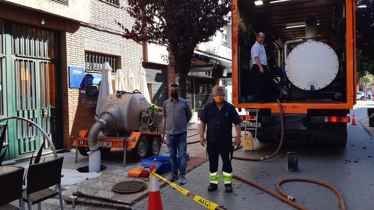 Obras de reparación del colector de Lugones.