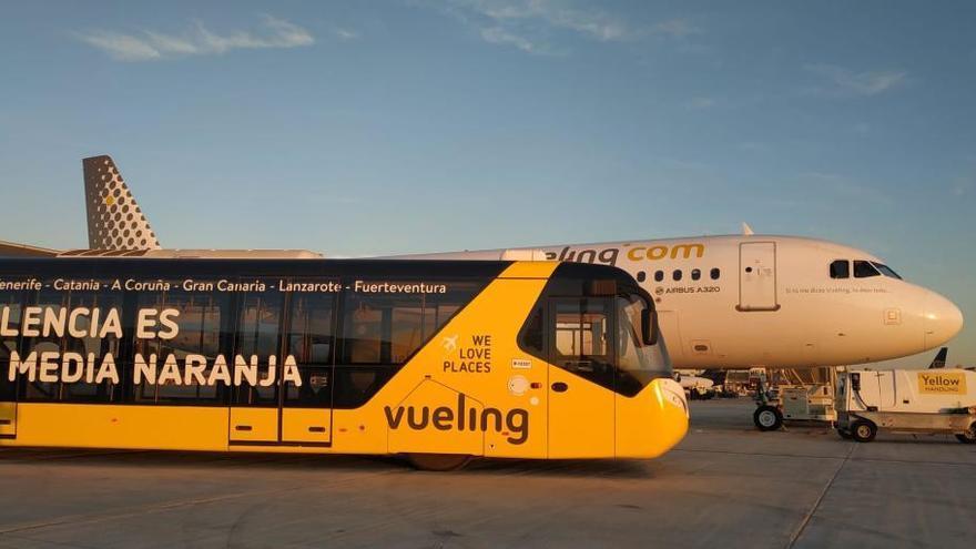 Vueling ensaya en el aeropuerto de València su nuevo servicio 'handling'