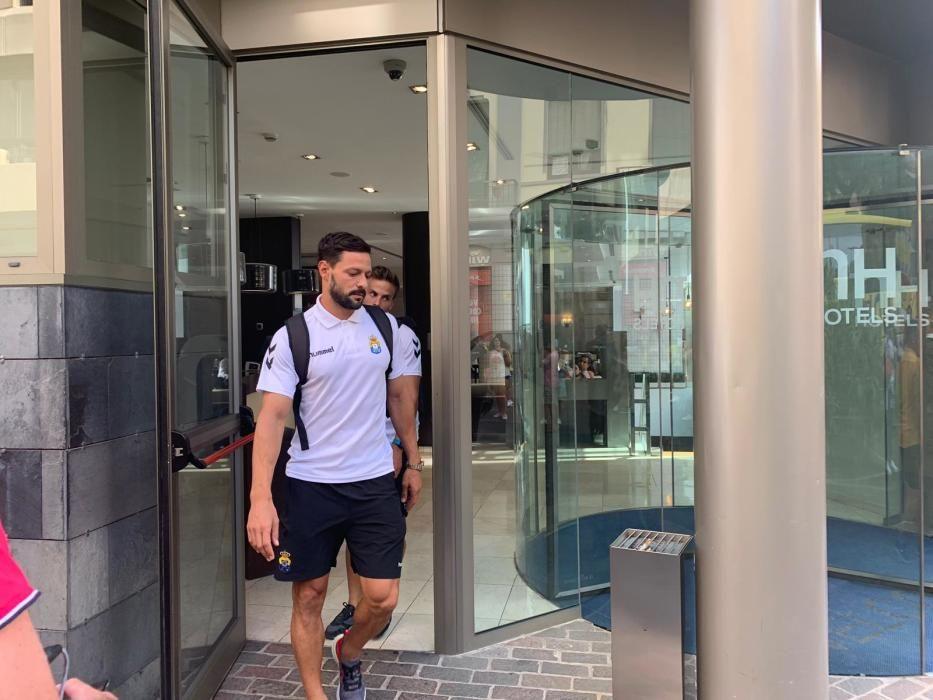 La UD Las Palmas sale del hotel hacia el Heliodoro Rodríguez López