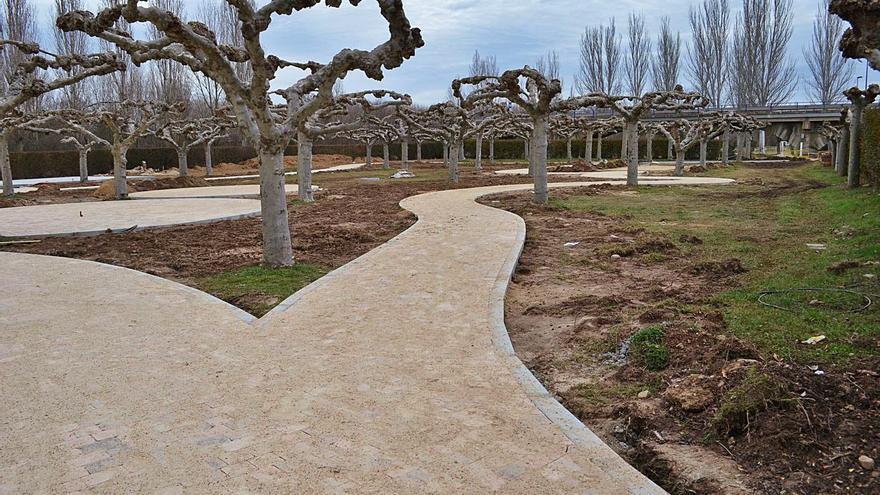 Santa Cristina de la Polvorosa ultima la adecuación de un parque urbano en el antiguo camping