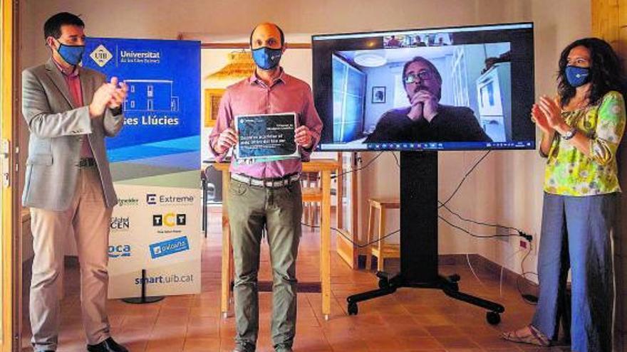 Cuatro físicos ganan un premio de divulgación científica en la UIB