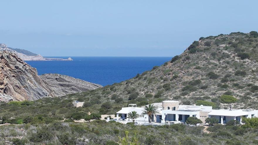 El juzgado de Ibiza repite el juicio de la condena a Kühn por obras ilegales en Tagomago