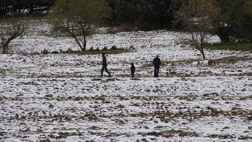 La escasez de nieve frustra las expectativas de muchos visitantes al interior de la provincia