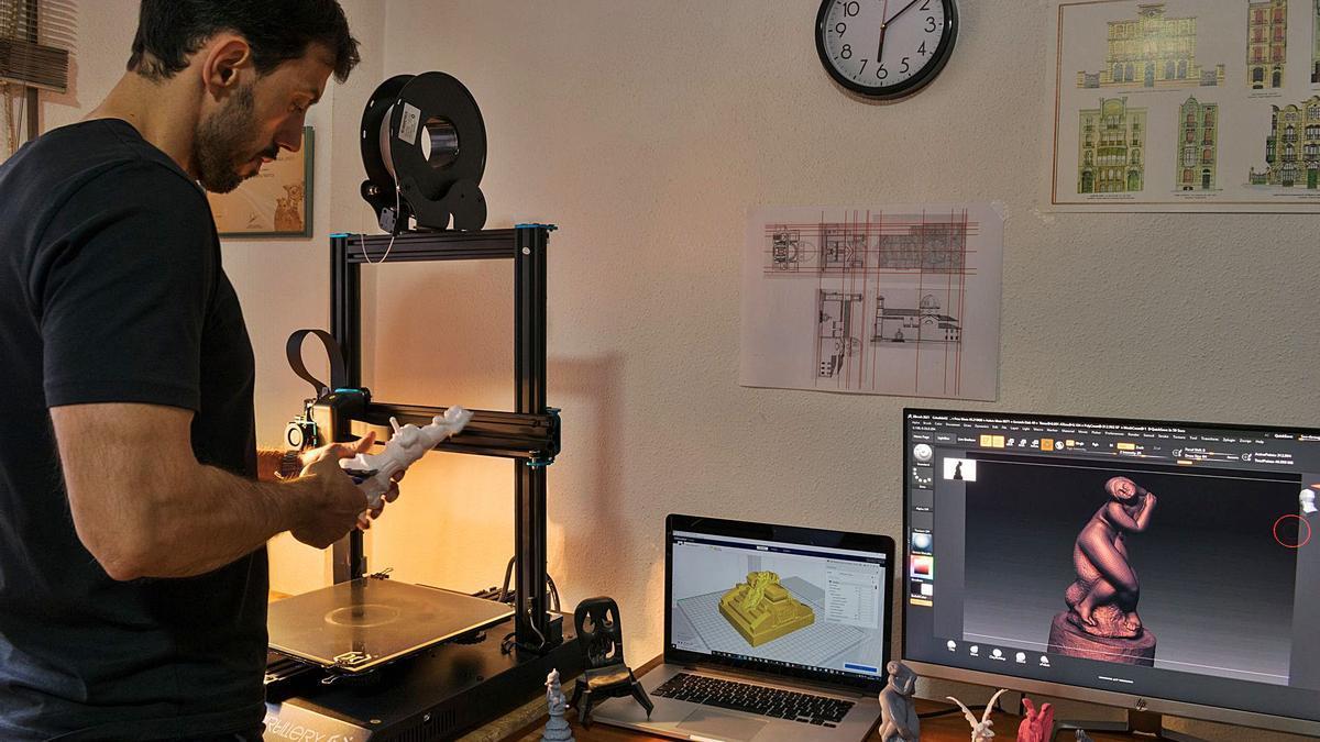 Ximo Vilaplana realiza los modelos para, posteriormente, imprimir las esculturas en 3D.  | INFORMACIÓN