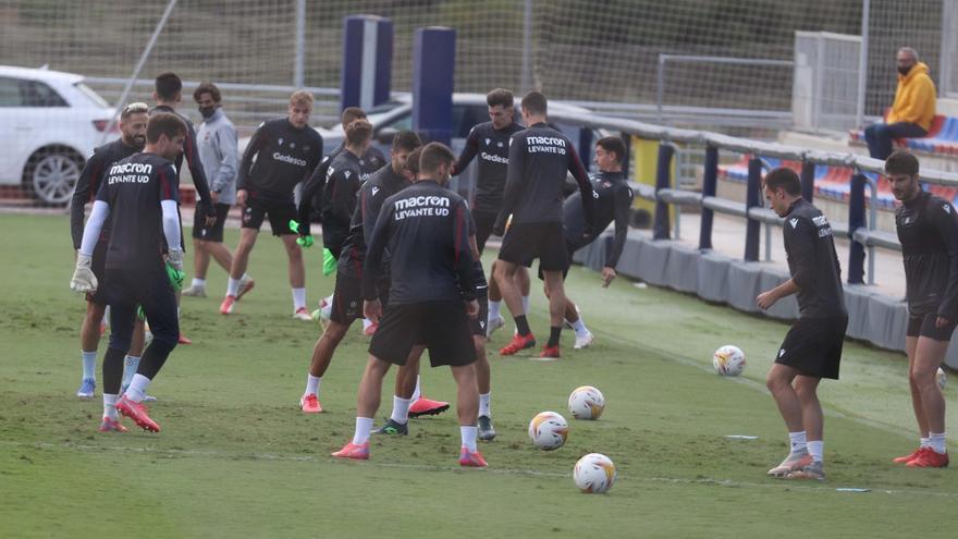 Primer entrenamiento del Levante sin Paco López