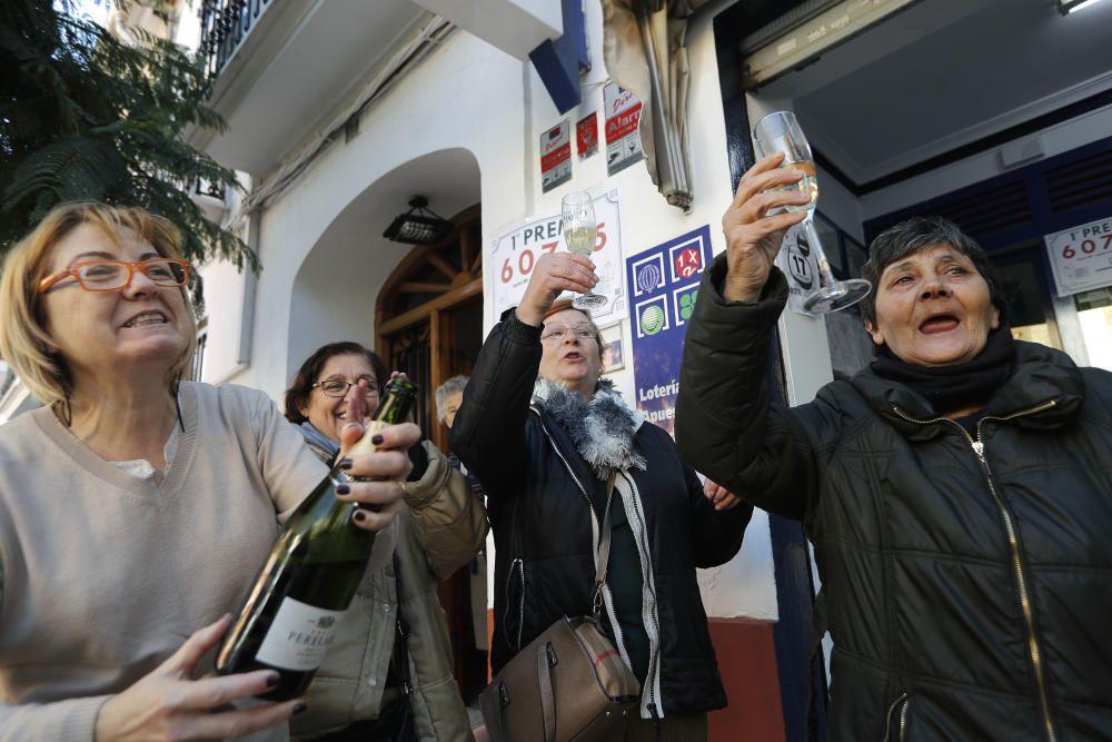La Asociación de Amas de Casa de la Pobla de Farnals (Valencia) repartirá 720 euros por cada papeleta de 2,40 euros en las que se dividieron los décimos del 05.431, agraciado con el quinto premio en el sorteo de lotería de hoy.. EFE