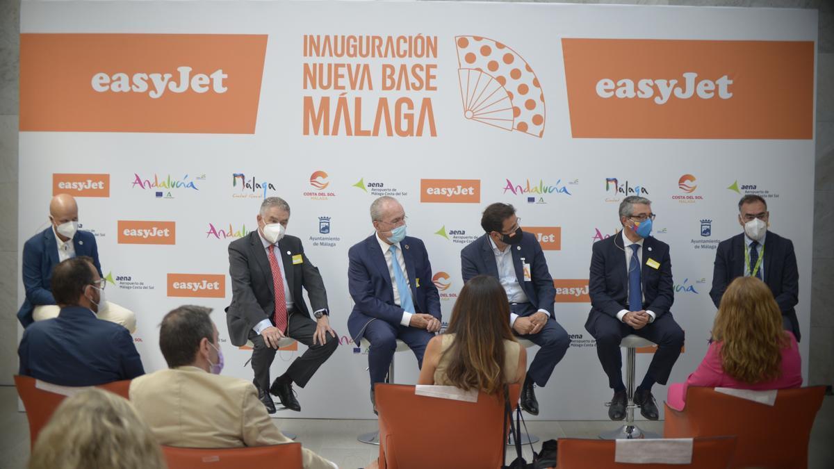 """Manuel Pablo Muñoz, Francisco de la Torre, Javier Gándara, Pedro Bendala y Francisco Salado; durante la mesa redonda """"Reinventando el turismo"""""""