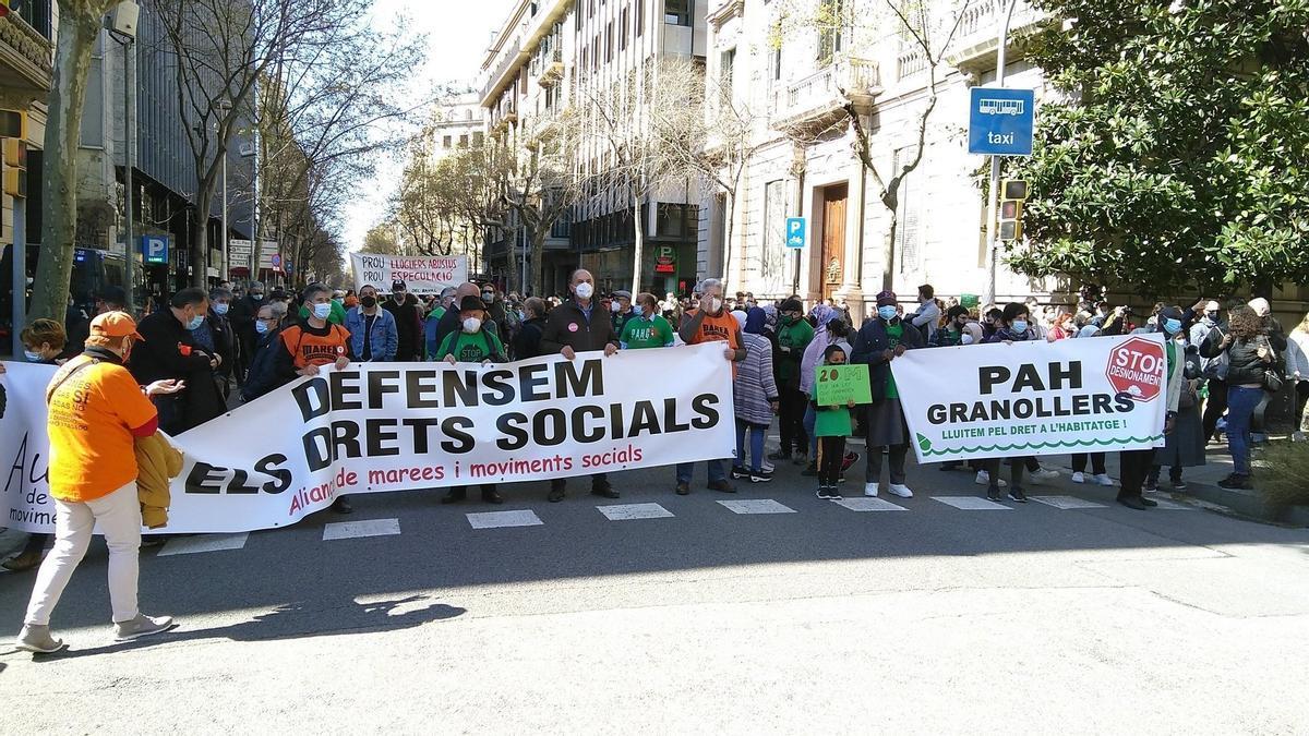 Manifestación a favor de la vivienda digna en Barcelona