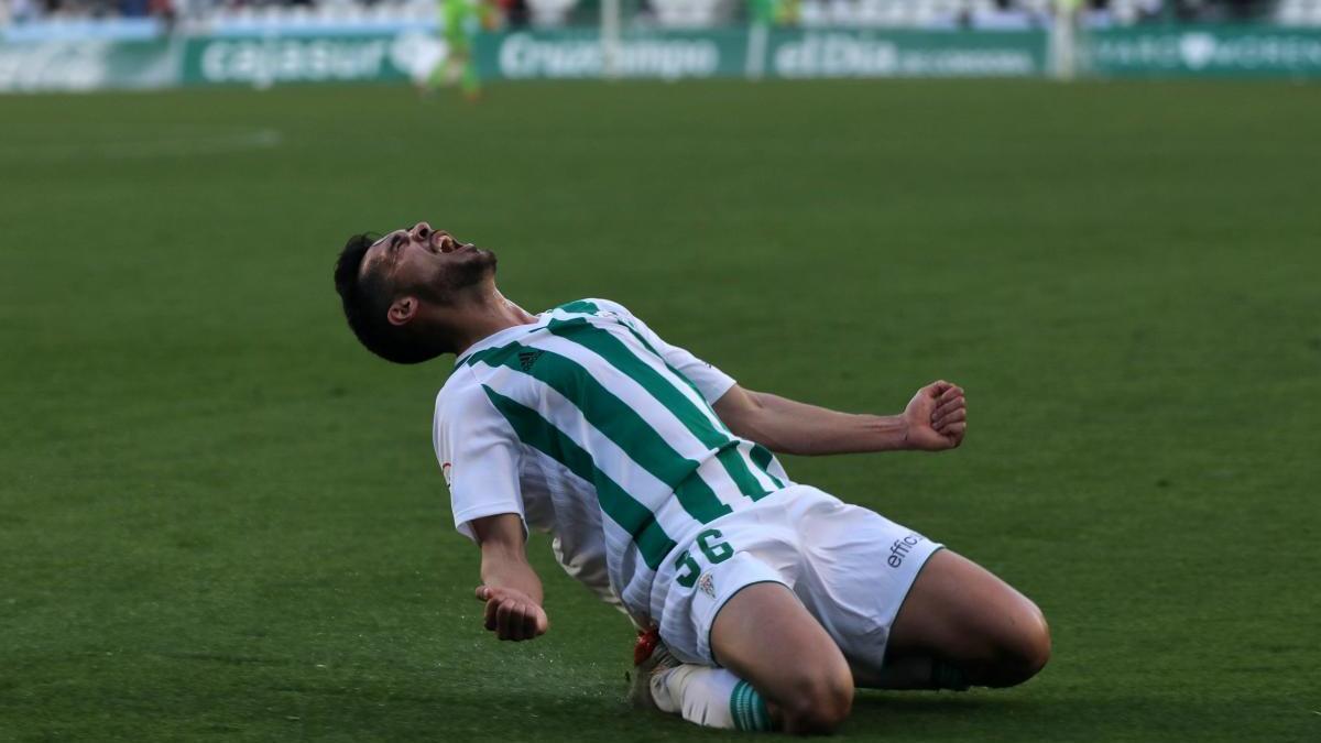 Iván Navarro renueva por una temporada con el Córdoba CF