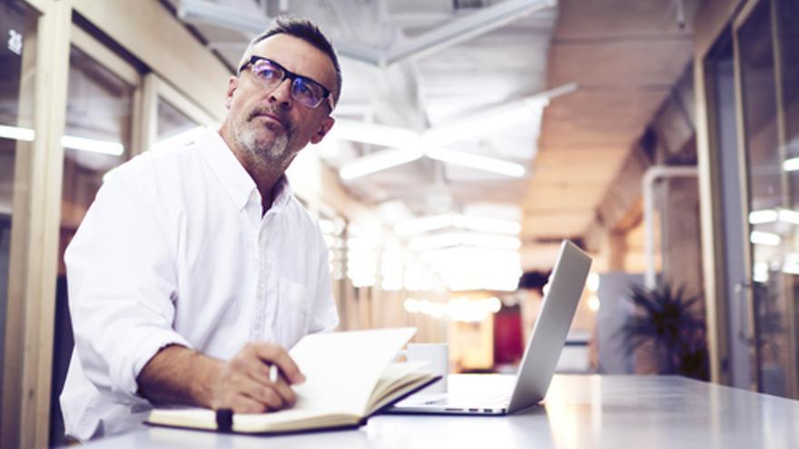 ¿Cómo puede empezar un profesional autónomo a generar ingresos desde cero?